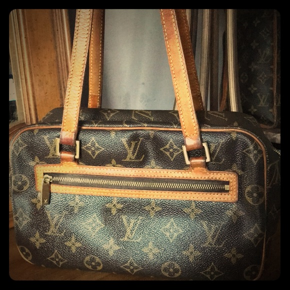ffc16269ab23 🔥🔥FIRE SALE🔥🔥Louis Vuitton Cite MM🔥